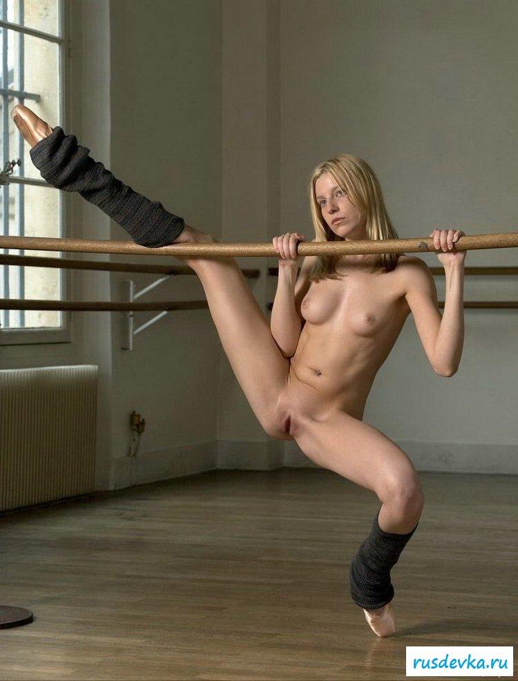 striptizershi-gimoastki-ero-foto