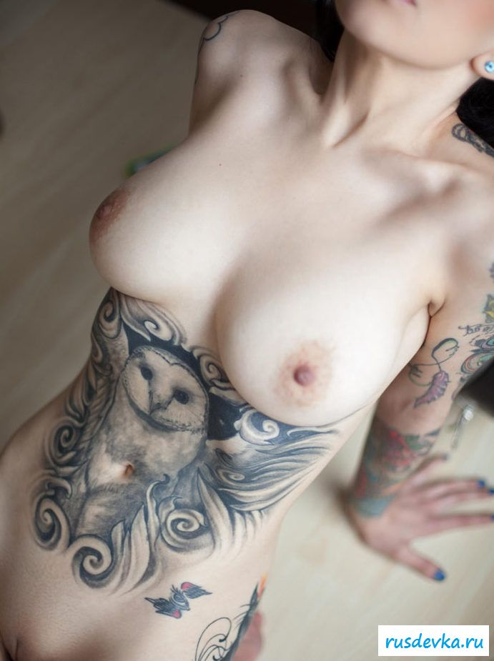 Nude women with tattooed breasts — photo 2
