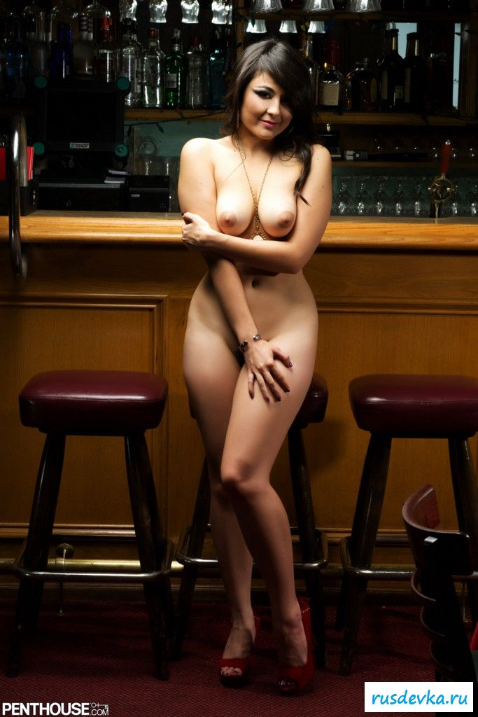 это девка разделась на барной стойкой до гола смотреть стараемся нашем порнотубе