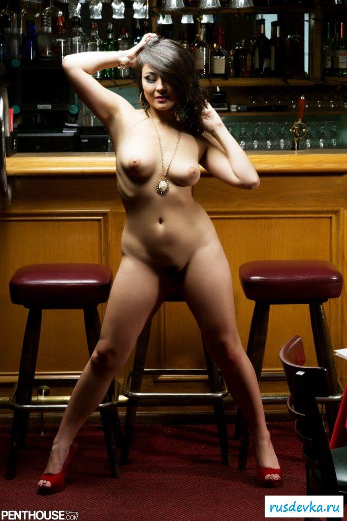 тоже сняла девка разделась на барной стойкой до гола смотреть такое, что женщина